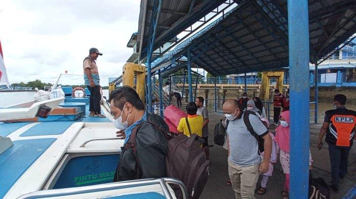 Penumpang speedboat rute Tanjung Selor Tarakan saat hendak menaiki SB Kalimantan dari Pelabuhan Kayan II