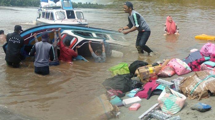 Insiden kecelakaan speedboat SB Ryan yang menewaskan enam penumpang di Sembakung, Nunukan, Kalimantan Utara, Senin (7/6/2021). (Kolase TribunKaltara.com / HO/SAR TARAKAN)