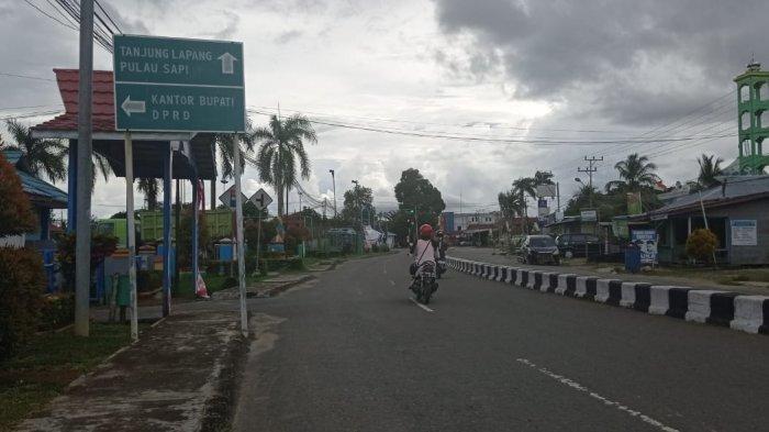 Suasana lalu lintas di salah satu rute perjalanan menuju Desa Wisata Pulau Sapi di Pertigaan Desa Malinau Hulu, Kecamatan Malinau Kota, Kabupaten Malinau, Provinsi Kalimantan Utara, Jumat (1/1/2021). (TribunKaltara.com/Mohammad Supri)