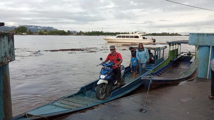 Sungai Kayan Naik dan Deras, Motoris Perahu Tambangan Tanjung Selor Sebut Biasa Hindari Batang Kayu