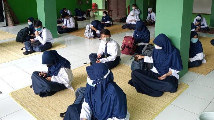Madrasah Tsanawiyah (MTs) Negeri 1 Balikpapan mulai melakukan ujicoba Pembelajaran Tatap Muka Terbatas, Senin (13/9/2021).