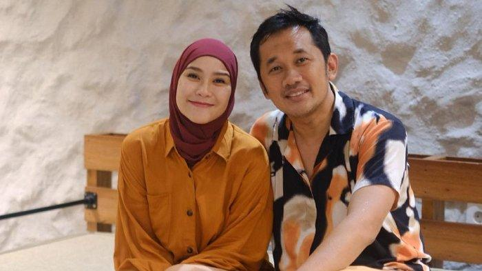 Susul 2 Anak Perempuannya, Hanung Bramantyo Positif Covid-19, Zaskia Mecca: Dia Happy Banget
