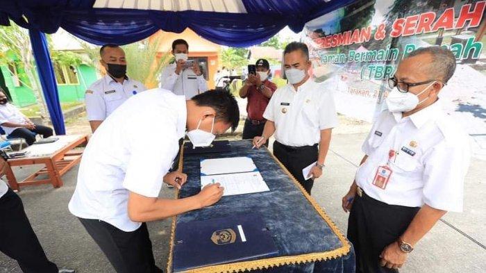 Wali Kota Tarakan dr Khairul Mkes meresmikan 4 Taman Bermain Ramah Anak (TBRA). Ditargetkan 1 TBRA di setiap kelurahan.