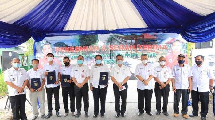Wali Kota Tarakan dr H Khairul, MKes meresmikan taman bermain ramah anak (TBRA) di Kelurahan Juata Permai.  Ditargetkan nanti akan ada satu TBRA tiap kelurahan.