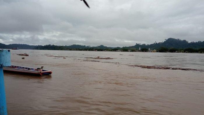 Cuaca mendung di tepian Sungai Kayan, Tanjung Selor