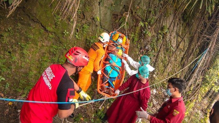 Pria Sebatang Kara Jatuh dari Tebing Setinggi 10 Meter, Dibantu Tim Sar Gabungan, Begini Kondisinya