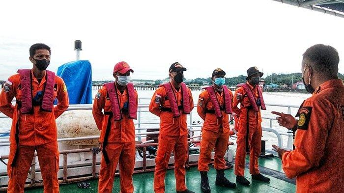 TIM SAR Tarakan siap berangkat menuju lokasi kejadian penumpang kapal KM Savina yang jatuh di perairan Tanjung Sari, Bulungan, Jumat (17/9/2021).