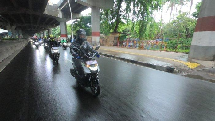 Tips aman berkendara saat musim hujan bersama Yamaha.