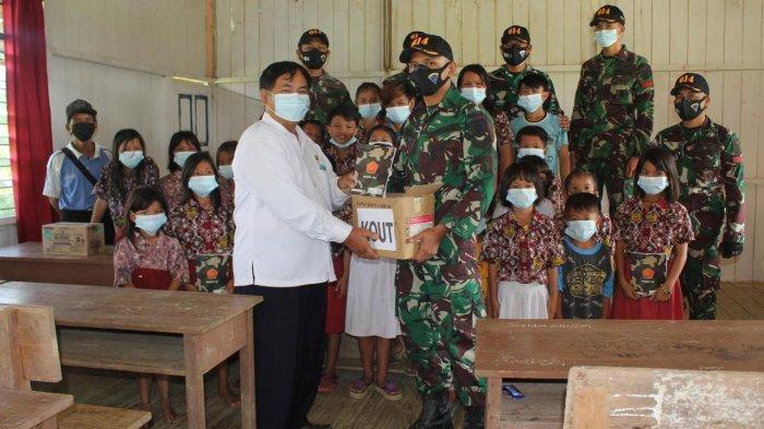 Kiprah prajurit TNI di perbatasan Malinau-Malaysia ikut mengajar murid-murid sekolah dasar (SD) di Malinau Barat menghadapi Ujian Sekolah.