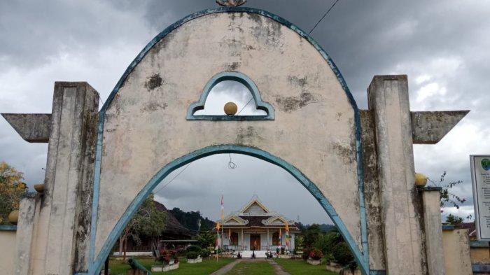 Bangunan Museum Kesultanan Bulungan di Tanjung Palas, dahulu kompleks Istana Kesultanan memiliki tiga buah Istana, yang kini tidak tersisa, karena hangus dibakar pada Tragedi Bultiken 1964