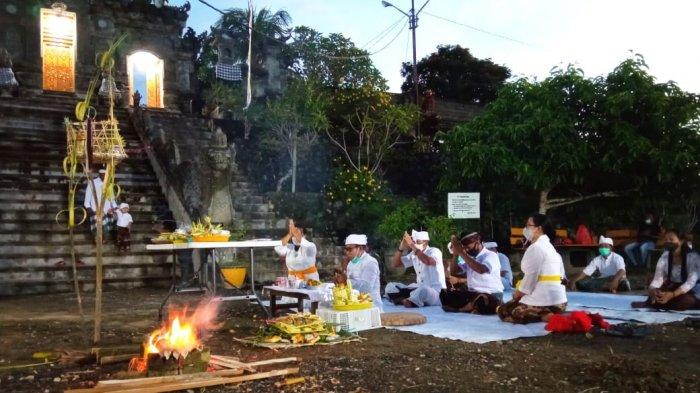 Umat Hindu di Bulungan, menjalankan Upacara Mecaru dilakukan satu hari sebelum menjalankan Nyepi, bertempat di Pura Agung Jagat Benuanta, Tanjung Selor. (TRIBUNKALTARA.COM / MAULANA ILHAMI FAWDI )