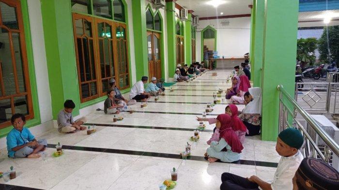 Hari Pertama Ramadan 1442 Hijriah, Akhirnya Umat Islam di Malinau Berbuka Puasa Bersama di Masjid