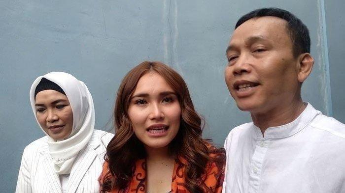 Orangtua Ayu Ting Ting Batal Datang ke Polda Metro Jaya, Minola Sebut Kirim Surat Dijadwalkan Ulang