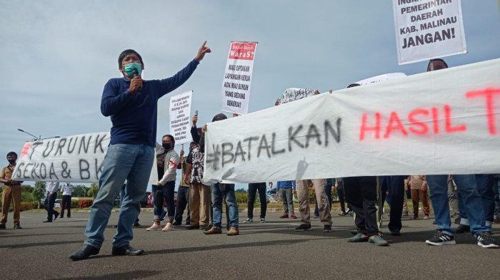 BREAKING NEWS Puluhan Orang Demo, Dugaan Ada Kecuragan Seleksi Pegawai Honorer di Pemkab Malinau