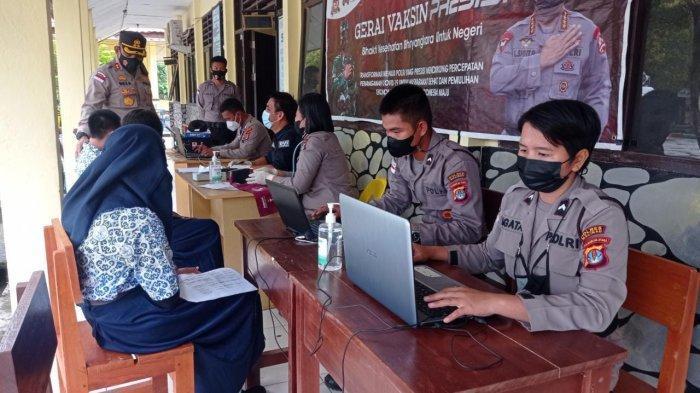 Vaksinasi peserta didik di SMP Negeri 2 Malinau Kota, Kabupaten Malinau, Provinsi Kalimantan Utara, Kamis (16/9/2021)