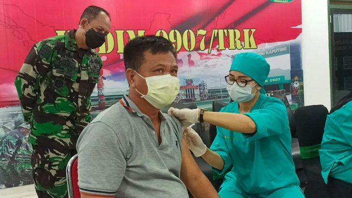 Vaksinasi AstraZeneca Batch CTMAV 547 akhirnya digunakan, Selasa (8/6/2021) setelah sebelumnya disimpan dalam Gudang Farmasi Dinkes Tarakan. TRIBUNKALTARA.COM/ANDI PAUSIAH