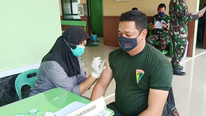 Vaksinasi AstraZeneca terhadap prajurit Kodim 0907 Tarakan. HO/KODIM 0907 TARAKAN