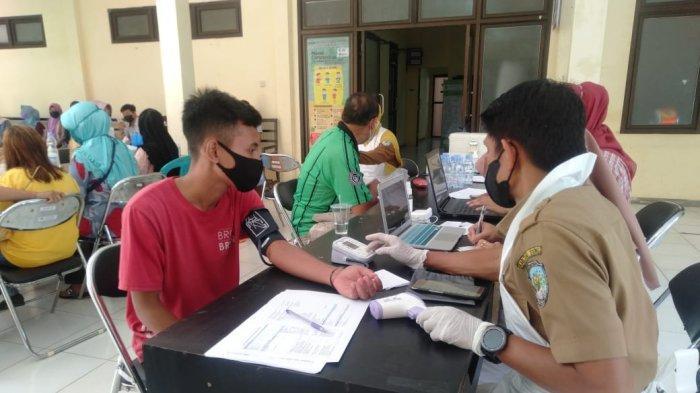 Vaksinasi Covid-19 bagi petugas kebersihan oleh Dinas Kesehatan Tana Tidung. (HO/Dinkes KTT)