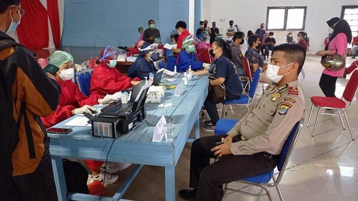 Ilustrasi, Sejumlah warga mengikuti kegiatan vaksinasi Covid-19 di Kabupaten Malinau, Provinsi Kalimantan Utara, beberapa waktu lalu. (TRIBUNKALTARA.COM/MOHAMMAD SUPRI)