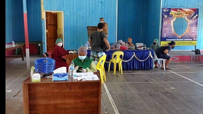 Pelaksanaan vaksinasi di Kecamatan Malinau Utara, Kabupaten Malinau, Provinsi Kalimantan Utara, beberapa waktu lalu.