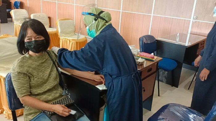 Aktivitas vaksinasi masyarakat umum di lantai 6 Gedung RSUD Kota Tarakan.