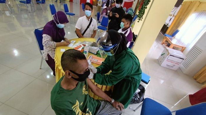 Aktivitas vaksinasi di Gedung Serbaguna Pemkot Tarakan.