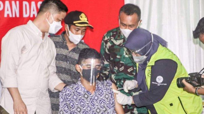 Bupati Tana Tidung, Ibrahim Ali saat tinjau pelaksanaan vaksinasi Covid-19 bagi pelajar di Kecamatan Tana Lia beberapa waktu lalu