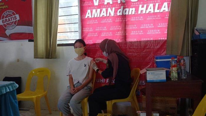 Vaksinasi peserta didik di SMA Negeri 1 Malinau, Kecamatan Malinau Kota, Kabupaten Malinau, Provinsi Kalimantan Utara, Sabtu (18/9/2021)
