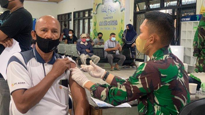 Kegiatan vaksinasi dipusatkan di terminal penumpang Pelabuhan Malundung Pelindo IV Cabang Tarakan.
