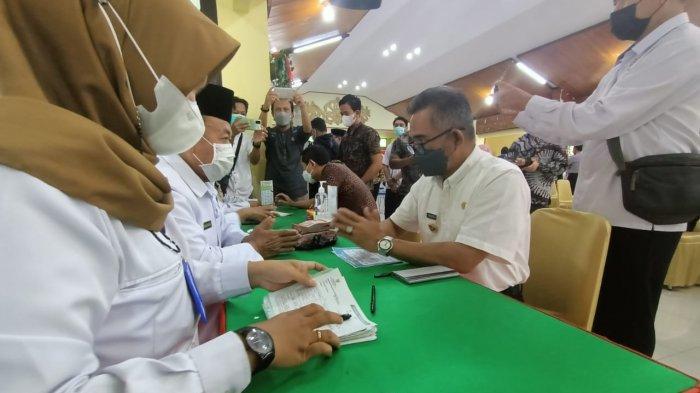 Kota Tarakan dr Khairul MKes mengajak seluruh unsur pimpinan Forkopimda dan warga Tarakan menunaikan zakat fitrah melalui gerakan cinta zakat.