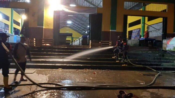 Malam Lebaran Pertama, Walikota Samarinda Andi Harun Ikut Bersihkan Pasar