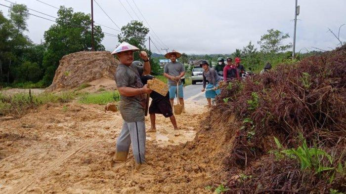 Sempat Tertimbun Longsor, Warga Gotong Royong, Jalan Bilung Desa Jelarai Bulungan Sudah Bisa Dilalui