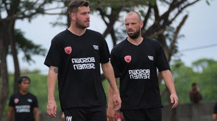 Dua pemain PSM Makassar asal Belanda, Wiljan Pluim dan Anco Jansen (kanan) akan menjadi tumpuan Juku Eja mengarungi Liga 1 2021.