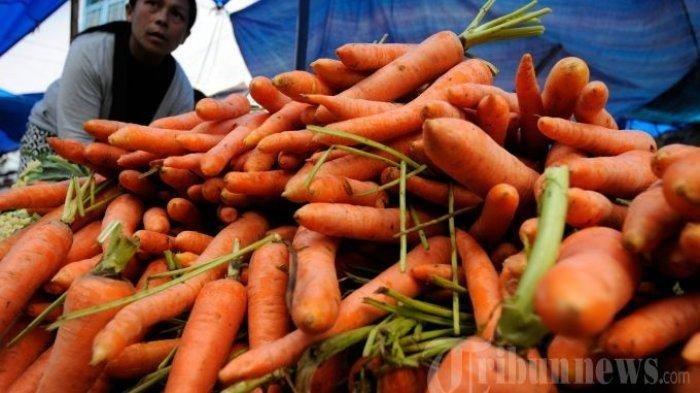Wortel dijajakan di salah satu pasar. Wortel ternyata juga bermanfaat untuk menurunkan tekanan darah tinggi.