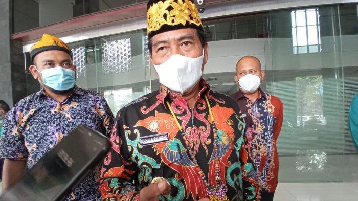 Dukung Penggunaan Aksesoris Lokal, Gubernur Kaltara Kenakan Songkok Bulungan dan Kalung Dayak