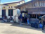 52-pelaku-perjalanan-asal-kota-surabaya-tertahan-di-pelabuhan-kelapis-malinau-24.jpg