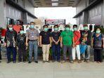 8-wni-yang-ditangkap-oleh-polis-marin-malaysia-berada-di-konsulat-ri-di-tawau.jpg