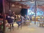 aktivitas-malam-warung-kopi-cafe-dan-warung-makan-di-kecamatan-malinau-kota.jpg