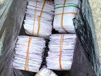 barang-bukti-berupa-kantong-plastik-hitam-berisi-amplop-uang.jpg