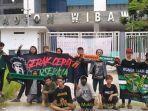 bonek-di-stadion-wibawa-mukti-020921.jpg