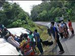 bus-damri-tujuan-tanjung-selor-menuju-kabupaten-malinau-terperosok-di-bukit-seputuk.jpg