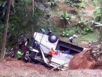 kecelakaan-bus-di-sumedang-11032021_2.jpg