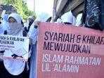 massa-dari-hizbut-tahrir-indonesia-sulawesi-selatan.jpg