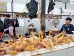 pedagang-ayam-potong-di-pasar-induk-tanjung-selor-1012021.jpg
