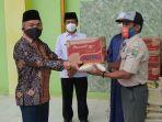 pengurus-takmir-masjid-agung-hj-achmad-ideham-menerima-bantuan-dari-bpbd-bulungan.jpg