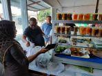 penjual-kue-di-pasar-ramadan.jpg
