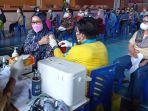 peserta-vaksinasi-massal-di-gor-dwikora-nunukan-dmjd.jpg