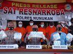 polisi-melakukan-press-release-pengungkapan-sabu-5-kg-di-mako-polres-nunukan.jpg