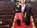 presiden-jokowi-mengenakan-baju-kampret-pakaian-adat-baduy-160821_2.jpg
