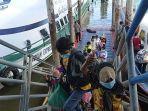 sebanyak-155-pekerja-migran-indonesia-pmi-dideportasi-dari-malaysia.jpg